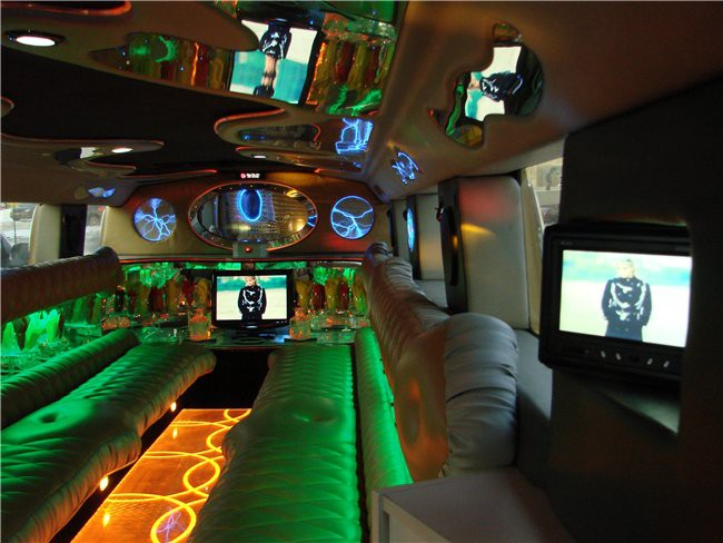 фото салона золотого лимузина …